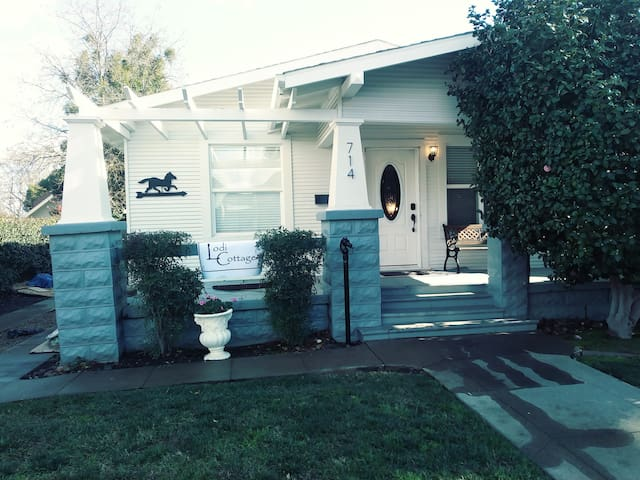 Lodi Cottage - In the heart of Lodi Wine Country