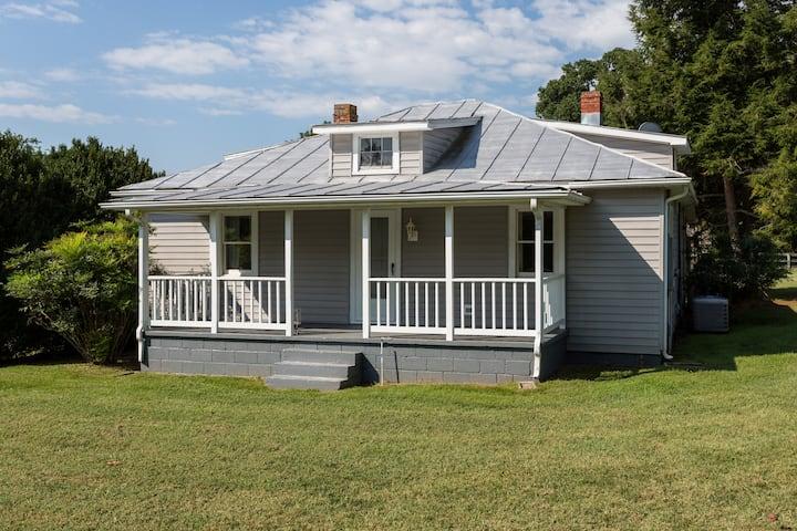 Cottage with Blue Ridge Mountain Views