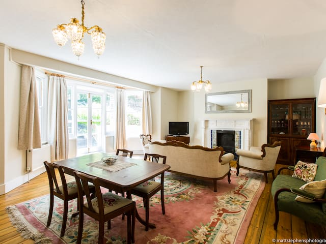 Elegant 3BDR apartment in Hove close to the beach!
