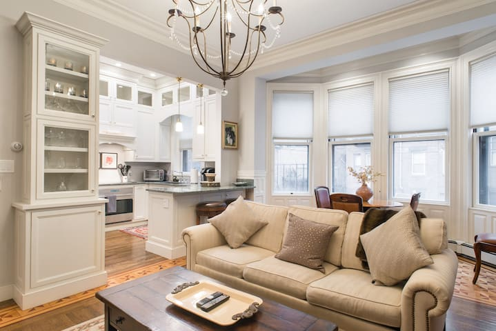 Luxury 4BR | 2.5BA Back Bay Duplex