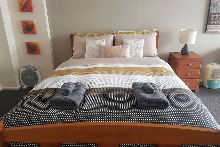 Cozy-Comforts: Private Studio with Kitchen
