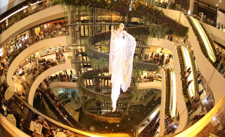 Emquartier and Emporium Shopping Malls only 3 stations away.