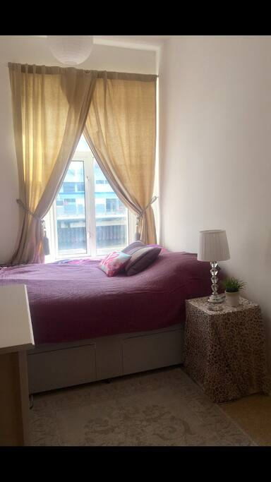 Double bed - river view - opposite the stadium