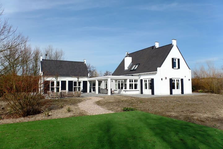Beautiful detached 10 pers. house within walking distance of the beach in Ouddorp