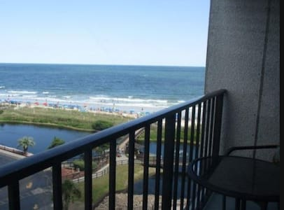 Walk to the Sand - Gated Oceanfront Condo 1 - Myrtle Beach - Departamento