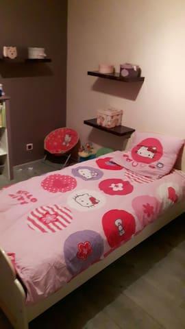 Loue 2 chambres dont un lit double - Châteauroux - Huis