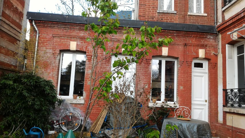 Idpt cosy studio (attic)-Citycenter - Évreux - Townhouse
