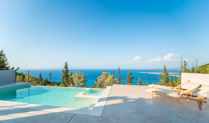 Brand New Ionion Theasis Villa, endless sea view, private pool & Jacuzzi