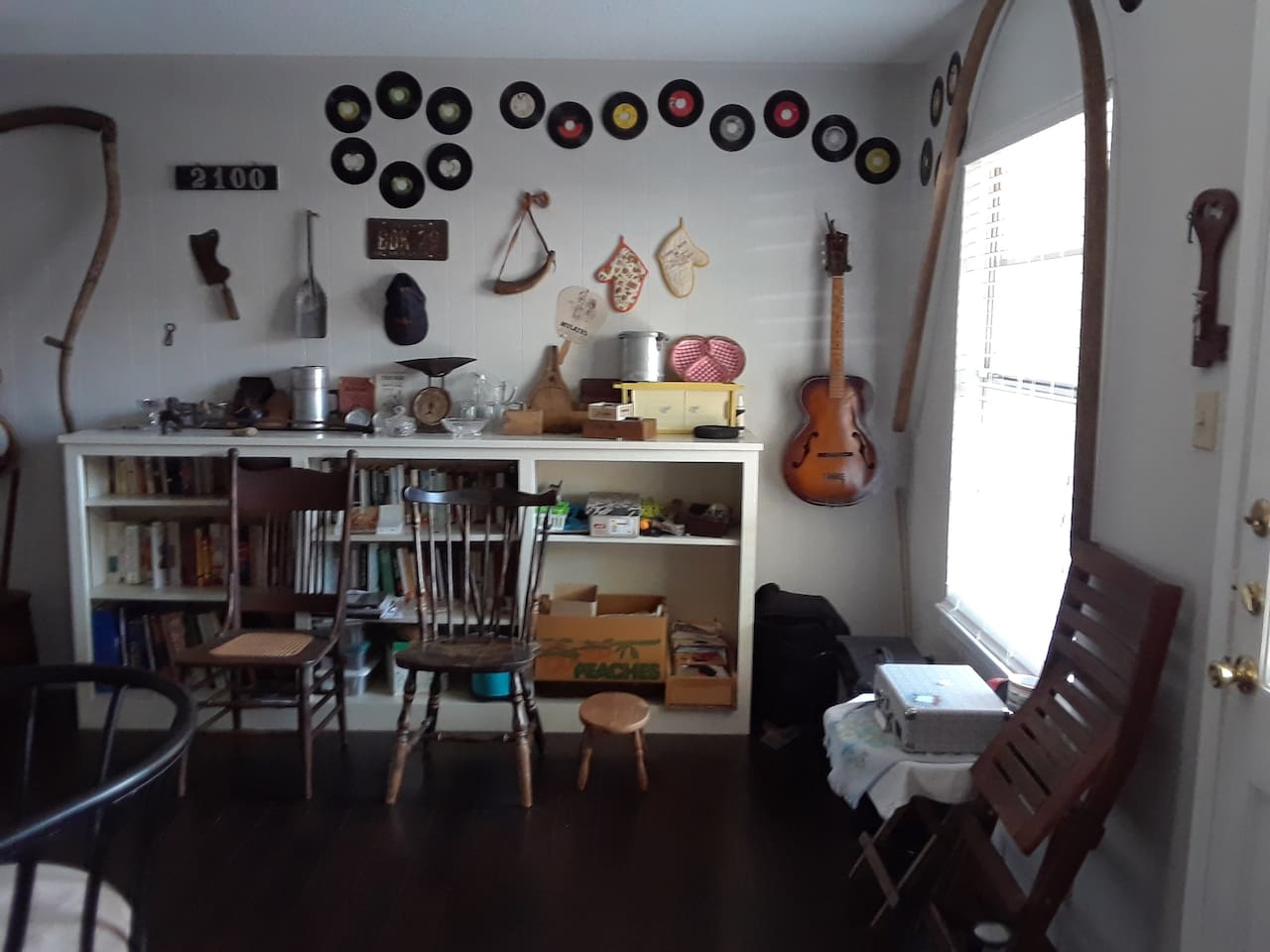 Old Austin antiques, music, library and eclectic vibe