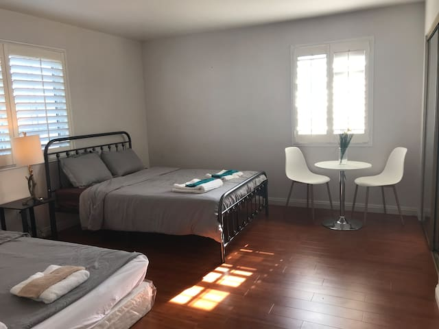 Large Private Room up to 4 Guests in San Gabriel