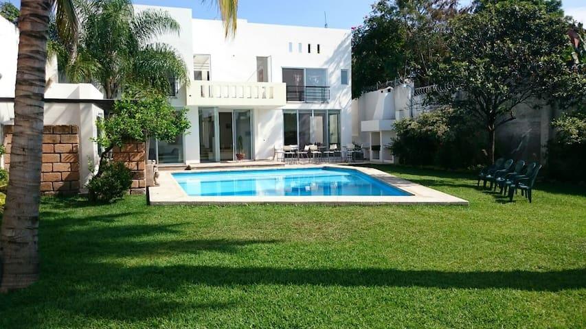 Villa Colibrí,5 hab,15 huésp,jardín,alberca,asador