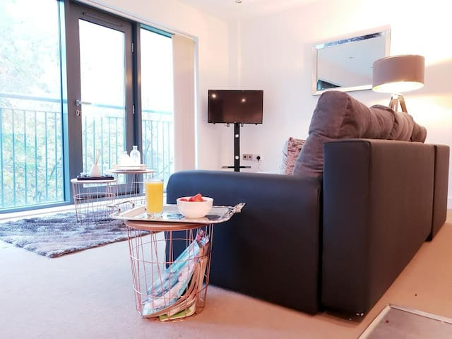 Nottingham 2 bed 6 ppl Ng1 long and short term 49% off longterm
