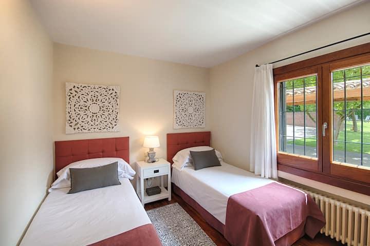 Habitación Doble 2 camas con vistas a la piscina