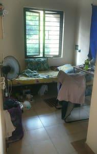 Neat,clean room economical. Peace. - Пондичерри - Квартира