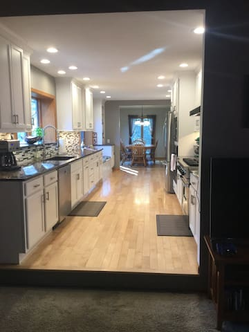 5000 sq ft ranch -great space! - Iowa City