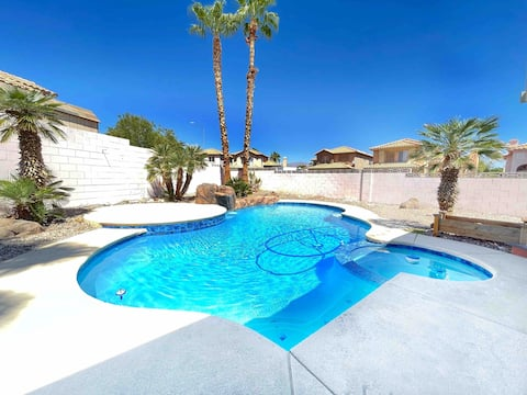 Vegas Casa, Cheerful Home with Pool & Spa