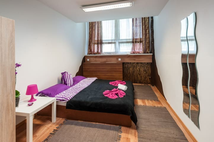 Cozy,bright and clean room for 2 purple - Bratislava - Casa