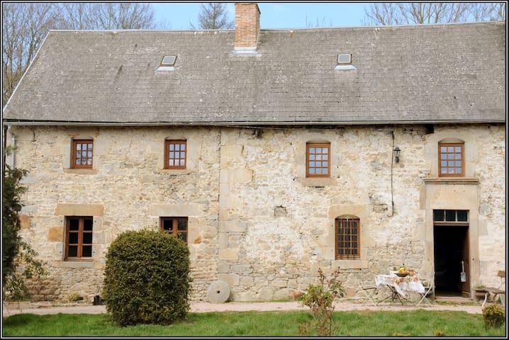 Gite XVIIIe des Combrailles - Saint-Julien-la-Geneste