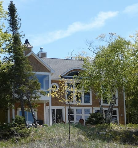Beachfront home in Harbor Springs/Good Hart area - Harbor Springs - Dům