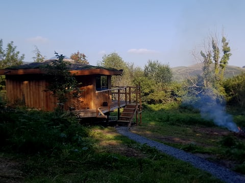 Tŷ-Crwn a magical roundhouse, offgrid in Snowdonia