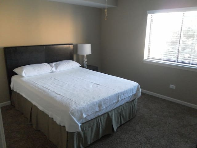 Private Bedroom for Visitors to Palatine (Chicago) - Palatine - Huoneisto
