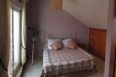 Habitacion suite en buhardilla en casa adosada - Cártama