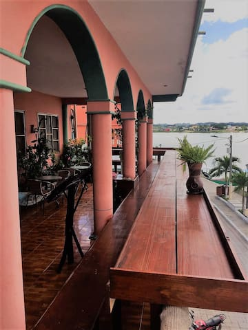 2nd Level Lakeview Lounge Restaurant, Westside/Sunset 06-6:30 pm, great pics and Happy Hour until 10:00 pm!