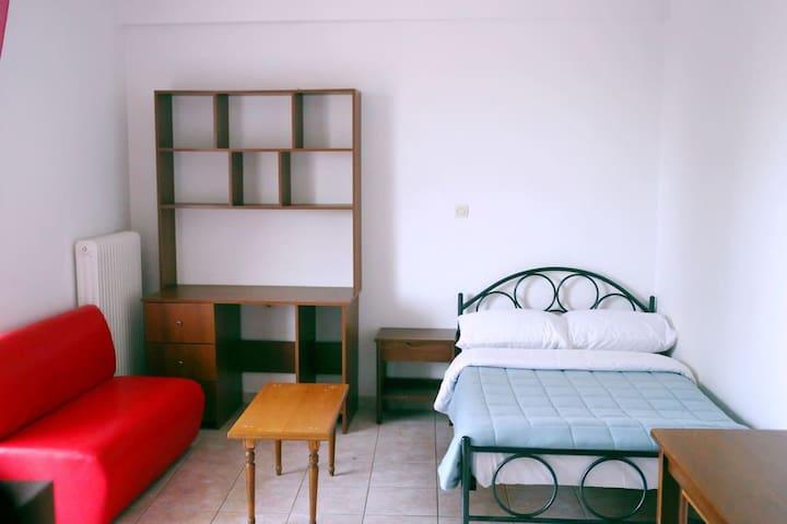 Private room in Messolonghi near city center/1E