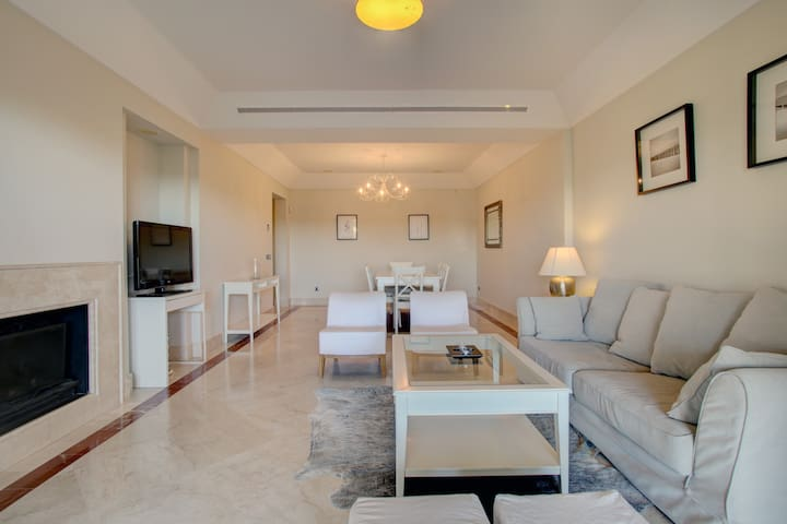 Modern 3 bedroom apartment in exclusive marina