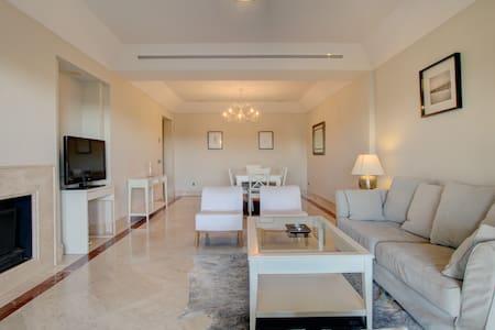 Modern 3 bedroom apartment in exclusive marina