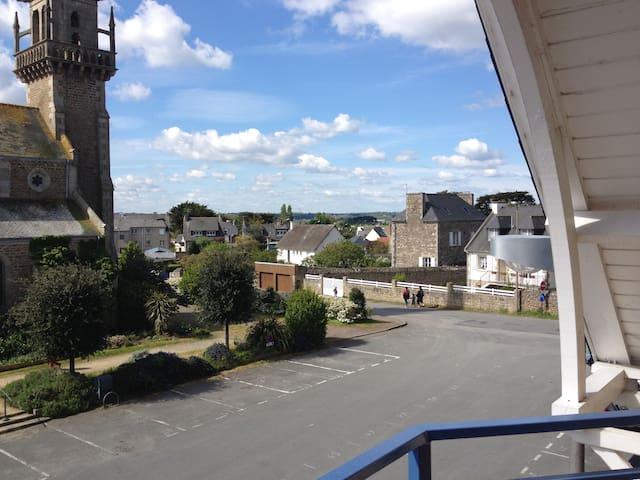 Lancieux : grand appartement avec terrasse
