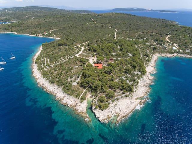 Villa s četiri sobe, na plaži, Drvenik Veliki