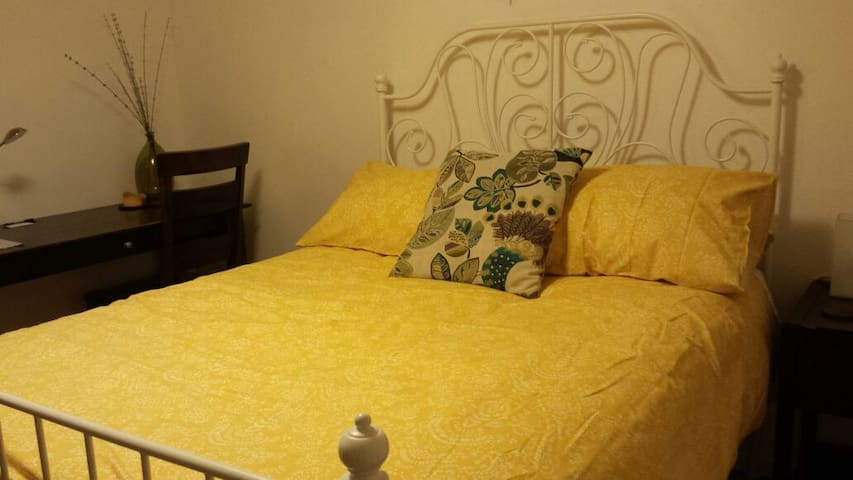 Bright Comfy Room! Great for Long or Short stays!