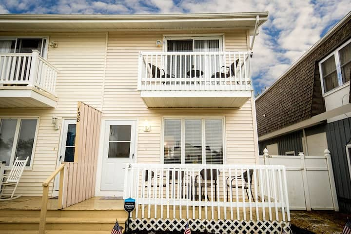 Brigantine Townhome- block to beach, minutes to AC