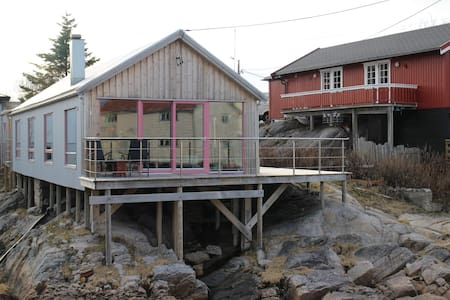 Modern cozy fishing cabin in Henningsvær