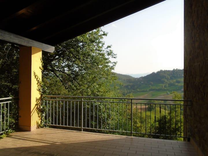 Casa con vista a Castel d'Aiano