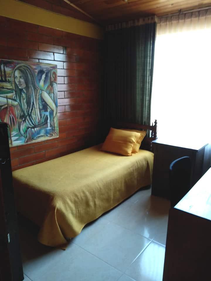 Habitación privada en occidente de Bogotá.