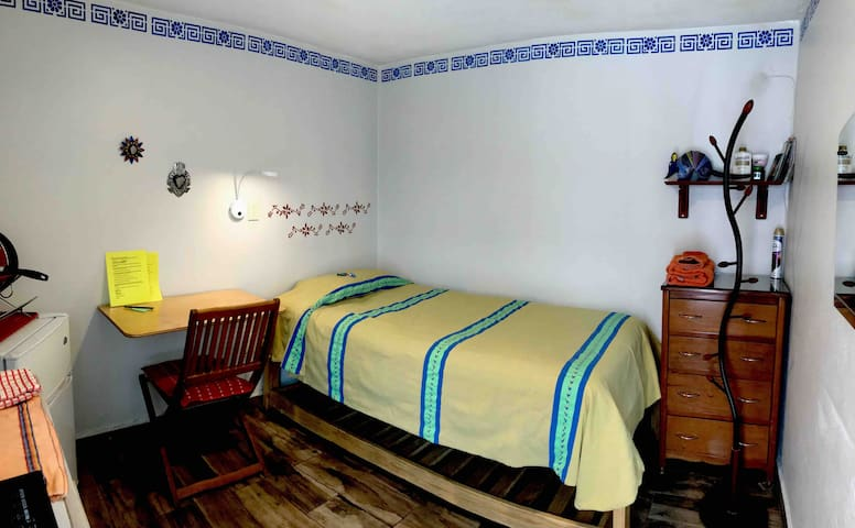 Independent room with stove & bath, Coyoacan