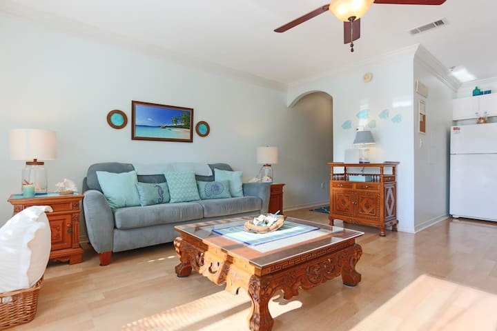 Lovely condo steps from the beach. Heated pool