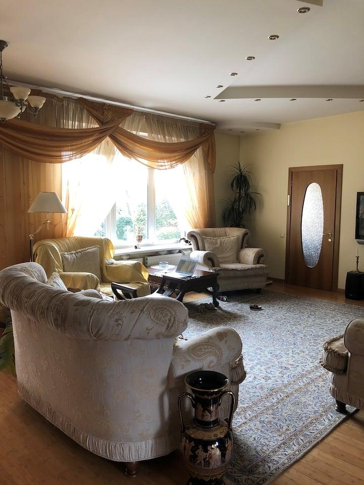 Sigulda: gaišs, saulains,  mājīgs mājoklis