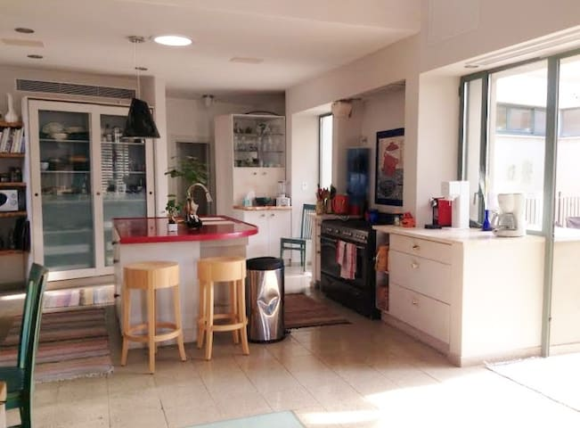 Large, open kitchen. Perfect space for group-cooking.