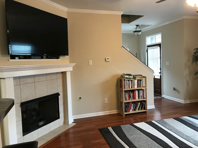 Large, Homey Space On Molly Barr (I Walk to Games)