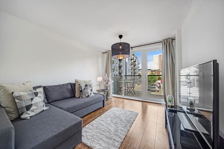 ☆ Cosy Greenwich Apartment w/ Parking ☆