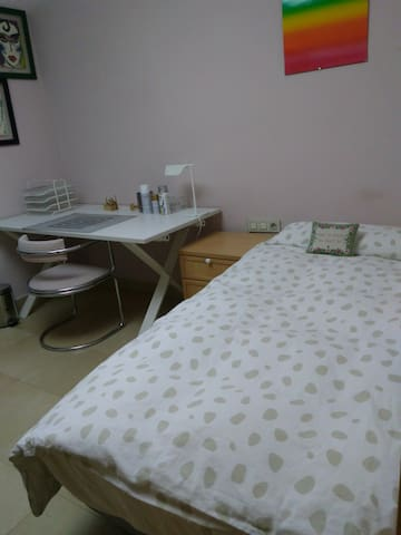 Double room, near Bellaterra University, sunny