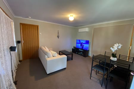 Small private room with queen  bed in St Arnaud