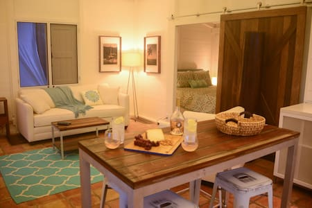 Cruz Bay Coastal Cottage NEWLY RENOVATED - クルーズ・ベイ