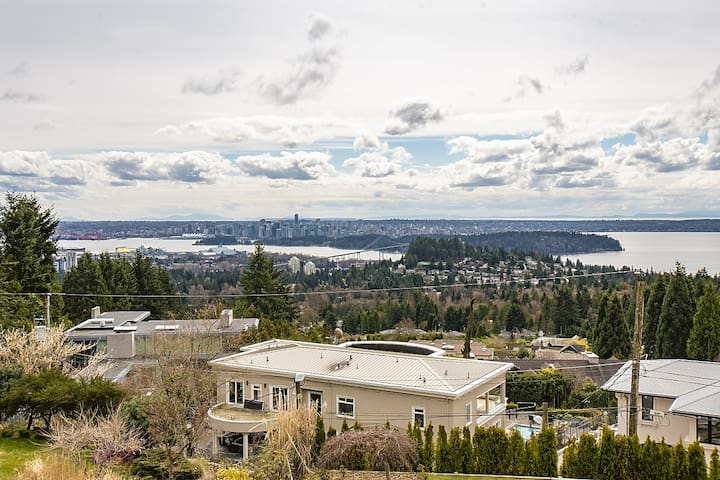 Spectacular, Water View House! Property overview