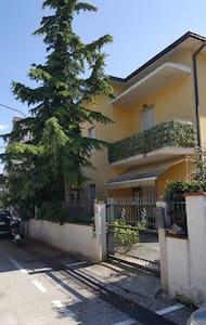 Nuovo appartamento per famiglie a 5 min dal mare - Roseto degli Abruzzi - Leilighet