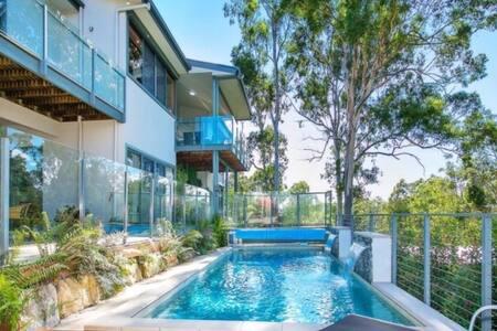 6 Bedroom Retreat Gold Coast - Hus
