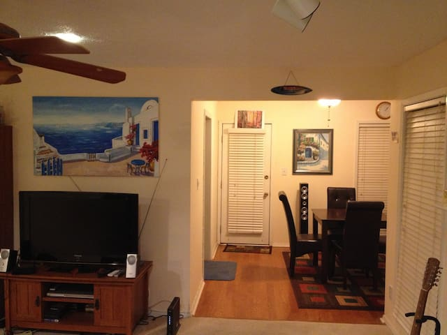 Lovely and quite Condo! - Roswell - Apartment